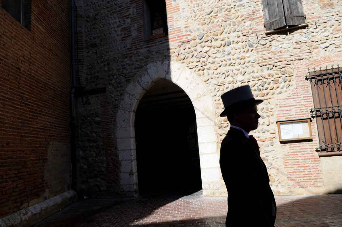 shadow groom waiting for her bride entrance rivesaltes church